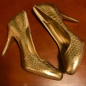 Jessica Simpson Gold Alligator Foil Pumps